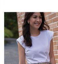Oferta de Camiseta con hombreras o sandalias  por $39990