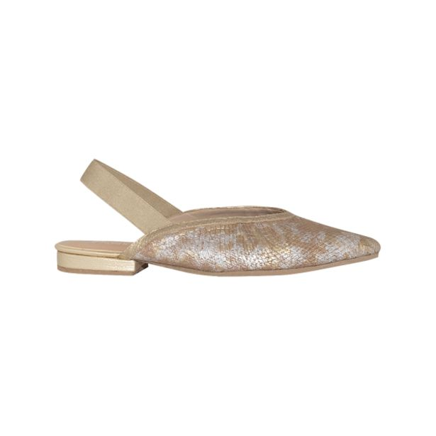 Oferta de Baleta en punta color oro por arena en cuero folia por $111930